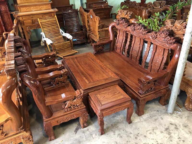 Hình ảnh bộ bàn ghế được làm từ gỗ cẩm lai