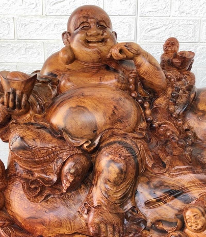 Tượng phật adilac được làm từ gỗ cẩm lai