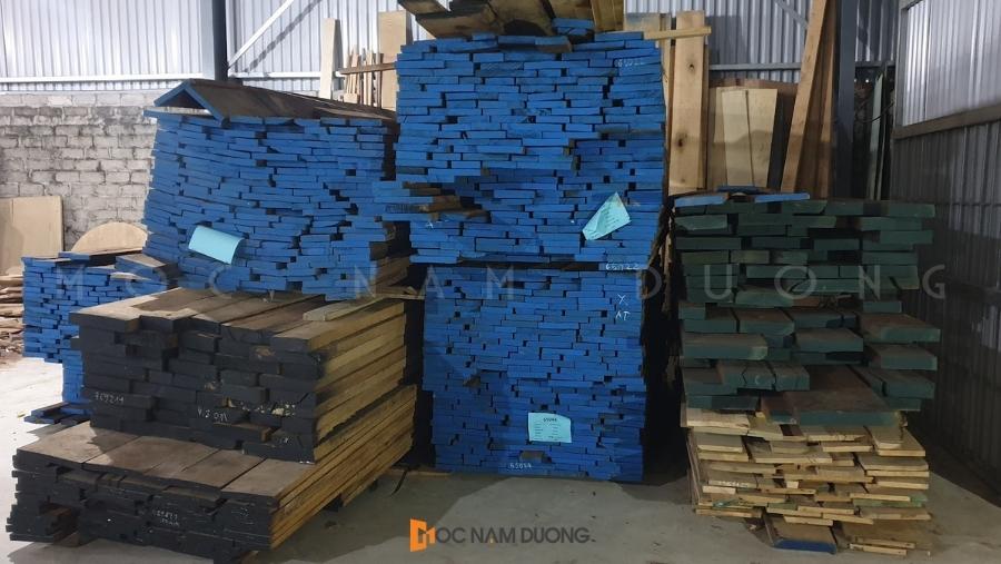 Kho vật liệu gỗ óc chó tại xưởng Mộc Nam Dương