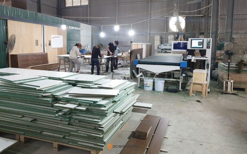 Khu vực tập kết vật liệu ván gỗ An Cường