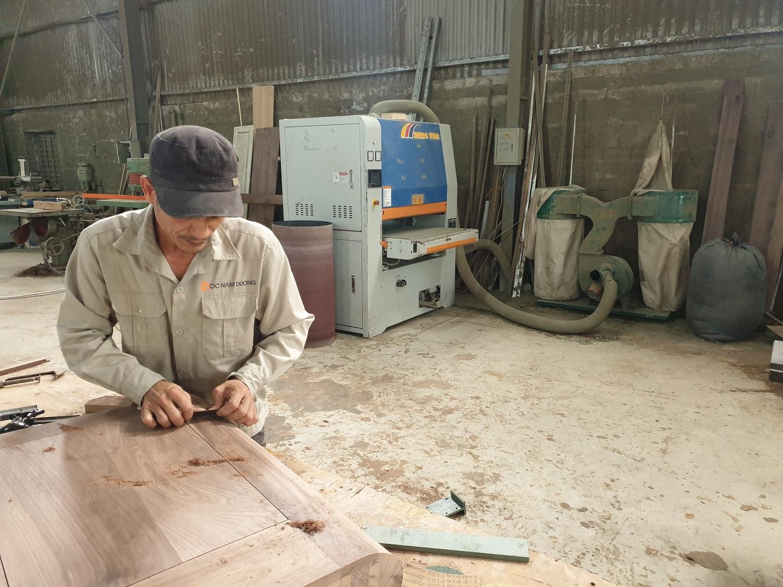 Nội thất gỗ óc chó gia công tại xưởng