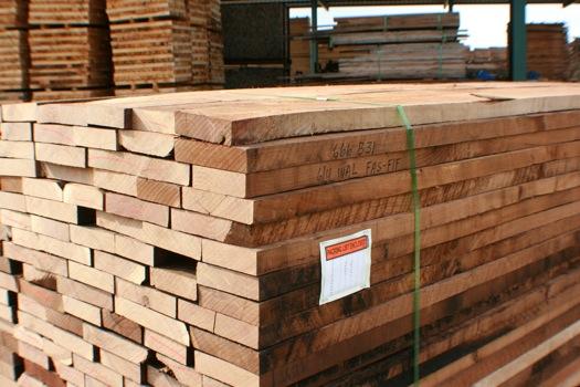 Kho vật liệu gỗ óc chó nhập khẩu