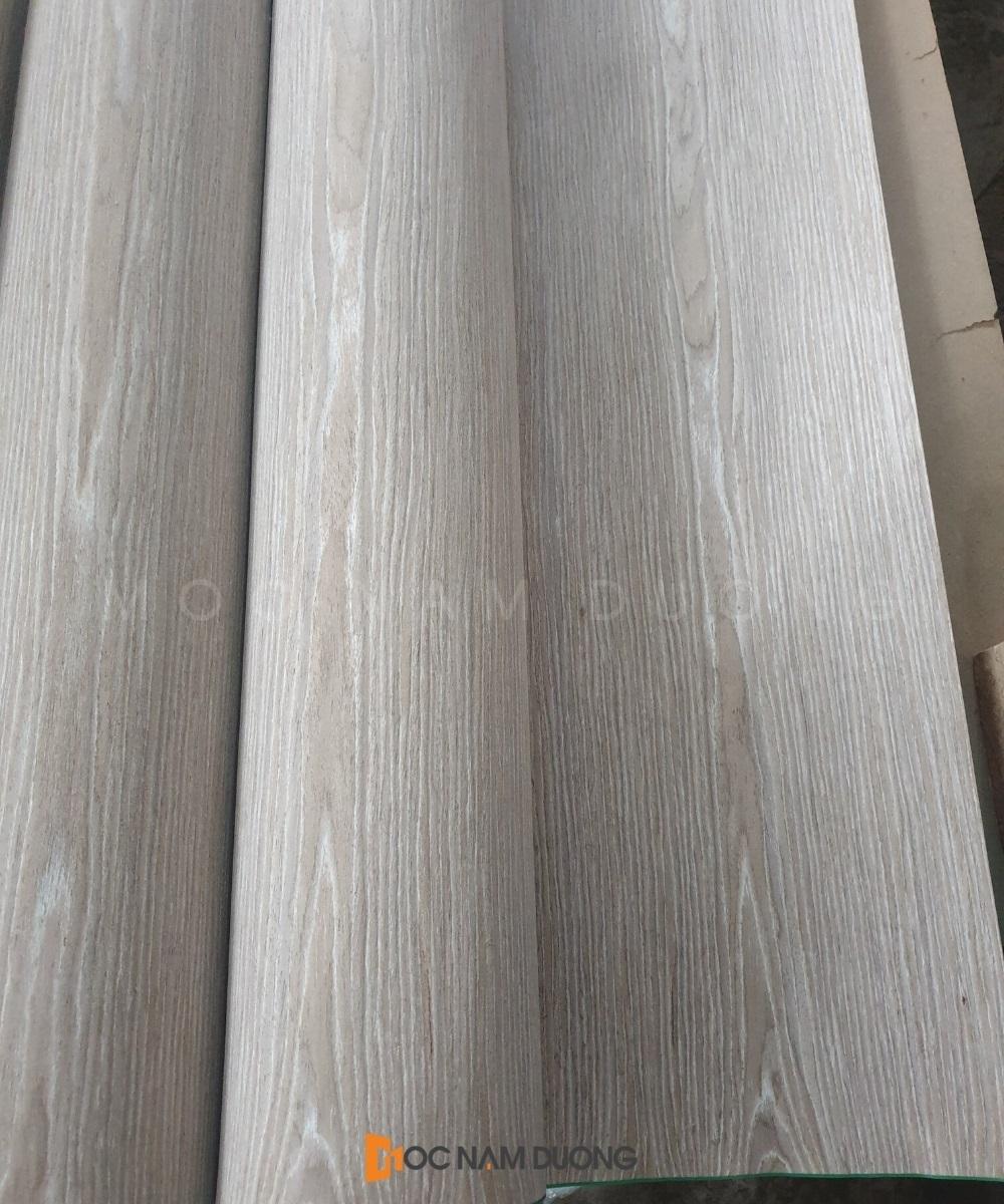 So với gỗ tự nhiên thì nội thất gỗ veneer óc chó có sự ổn định về kích thước